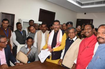झारखंड: BJP उम्मीदवार ने भरा राज्यसभा के लिए पर्चा, AJSU का मिला समर्थन