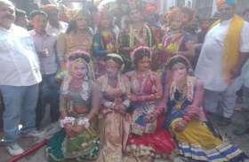 देश भर में होली खत्म होने के बाद यहां देवी-देवताओं के साथ खेली जाती है होली