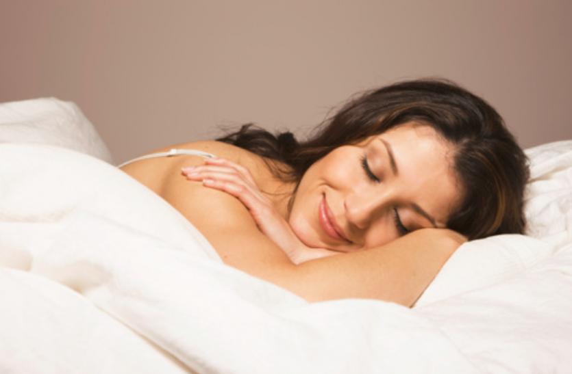 क्या आपको पता हैं नग्न होकर सोने से सेहत को होने वाले 7 फायदे