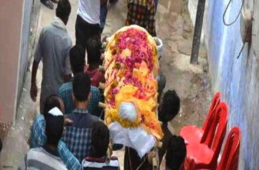 लापरवाही: संदिग्ध की मौत, अंतिम संस्कार में बड़ी संख्या में शामिल हुए लोग, बाद में कोरोना रिपोर्ट आई पॉजिटिव
