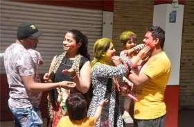दीवानों की टोली ने मचाया धमाल, चेहरों पर चमका प्रेम और सौहाद्र्र का रंग