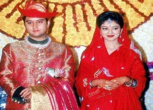 jyotiraditya-scindia-wife.jpg