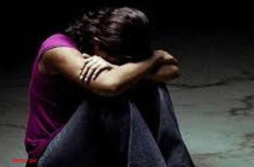 छात्रा को भगाकर ले गए युवक, दोस्त के कमरे में ले जाकर किया सामूहिक बलात्कार