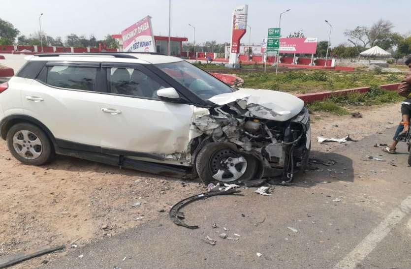 आगरा-जयपुर हाईवे पर कार ने श्रृद्धालुओं से भरे टैम्पों को मारी टक्कर, एक की मौत और 12 घायल