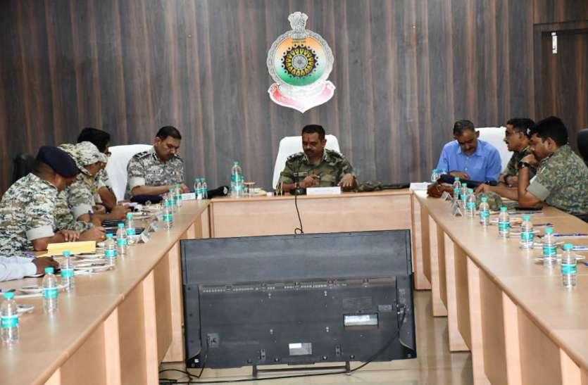 बस्तर में DGP की बैठक, नक्सलियों के विरुद्ध ऑपरेशन तेज करने के दिए निर्देश