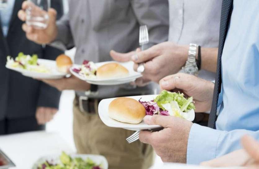 खाना खाते समय इन नियमों का करें पालन, जीवन में कभी नहीं होगी पैसों की कमी