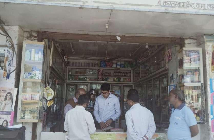 30 रुपए की लागत में बनने वाला सेनेटाइजर शहर की दवा दुकानों पर तीन गुना तक हो रही बिक्री
