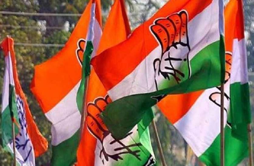 Politics: सीएम के गृह जिले में गूंजा 'हम कमलनाथ के साथ'
