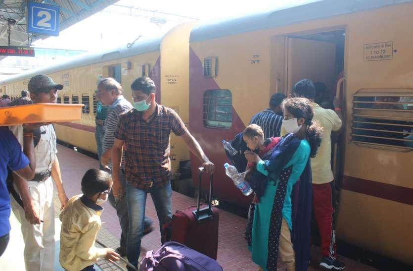 मुंबई से आ रही ट्रेन में कोरोना मरीज होने की सूचना, खंडवा स्टेशन पर मचा हड़कंप