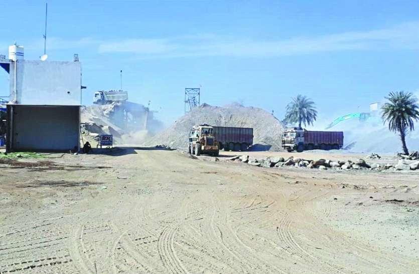 डस्ट के गुबार से ग्रामीणों का घुट रहा दम, तबाह हो रहीं फसलें, किसान परेशान