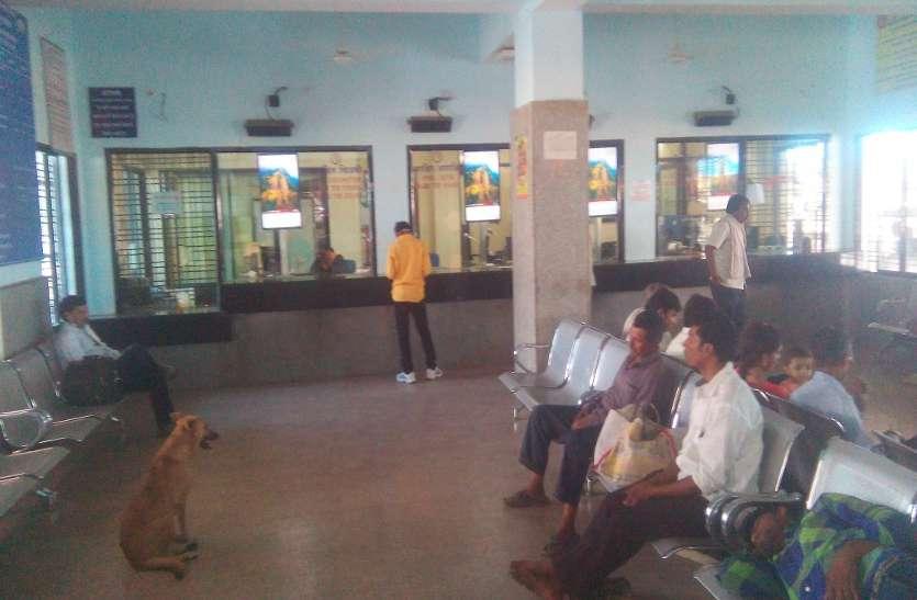 Corona virus effect:रेलवे स्टेशन में खजाना हुआ खाली, रिफंड के लिए लगी कतार