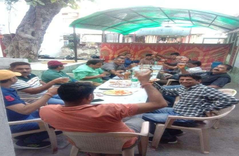 Patrika exclusive-पुलिस चौकी में शराब-कबाब पार्टी