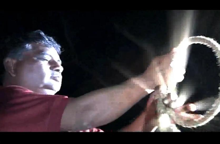 निर्भया को न्याय: पवन जल्लाद ने फांसी के लिए मापा दोषियों का वजन! लीवर खिंचते ही फंदे पर लटके पुतले