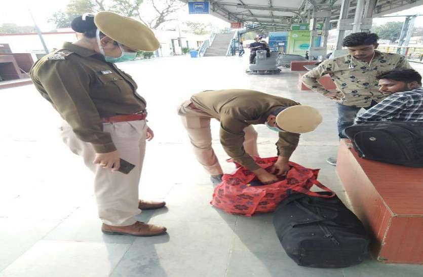 पुलिसकर्मियों को मास्क लगा स्टेशन व ट्रेनों में जाने के निर्देश