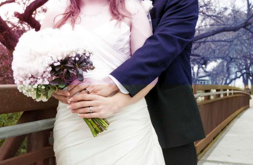 मां और बेटी ने की एक ही दिन शादी, हनीमून पर भी निकले साथ
