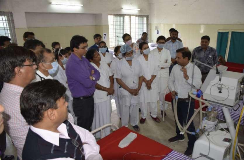 होम आइसोलेशन का उल्लंघन करने वाले दो युवकों को स्वास्थ्य विभाग ने थमाया नोटिस