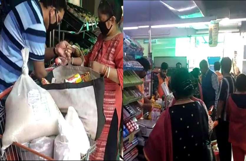 CoronaVirus: पीएम मोदी की अपील के बाद भी खाने-पीने की दुकानों पर लगी भीड़, 15 दिन का स्टॉक खरीद रहे लोग