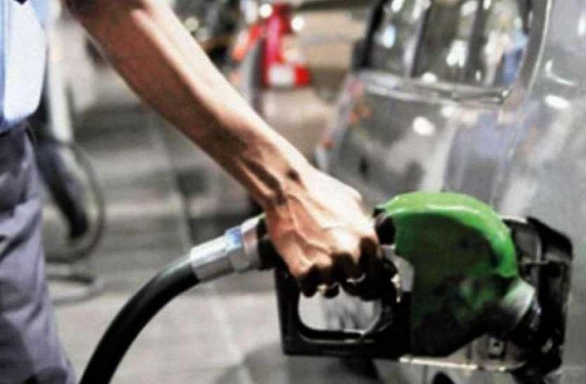 15 महीने के निचले स्तर पर पहुंचा पेट्रोल और डीजल, जानिए आज कितने चुकाने होंगे दाम