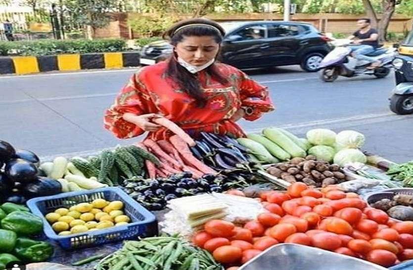 Coronavirus के खतरे के बीच रश्मि देसाई सड़कों पर निकली सब्जी खरीदने, वीडियो में देखें कैसे किया मोलभाव
