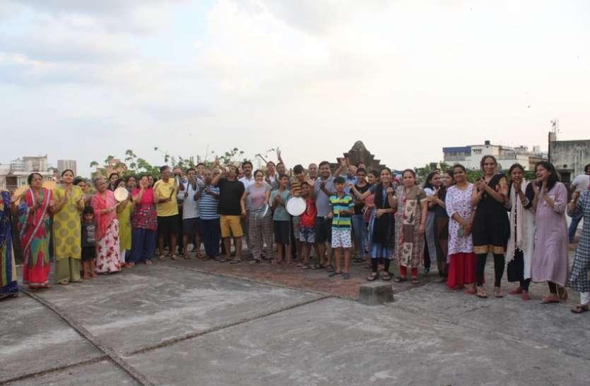 CORONA ALERT_ताली--थाली--घंटा बजा बढ़ाया कोरोना से लडऩे वाले कर्मवीरों का हौसला