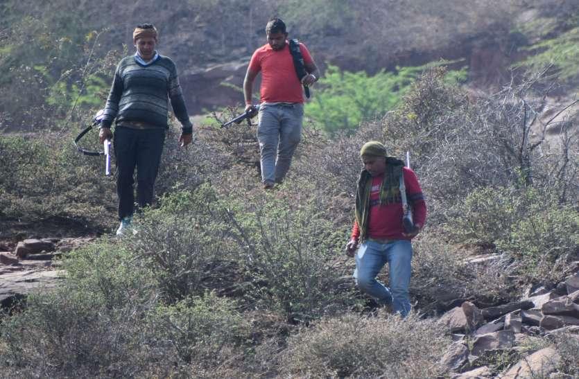 चंबल बीहड़ में गूंजी गोलियां, पुलिस और पप्पू डकैत आमने-सामने