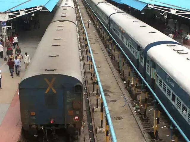 Coronavirus: रेल मंत्रालय का सबसे बड़ा फैसला, 31 मार्च तक बंद हुई सभी ट्रेनें