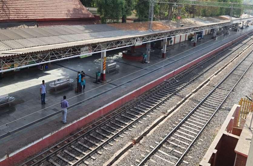 Anand : शहरों में ही नहीं गांवों में भी पसरा रहा सन्नाटा