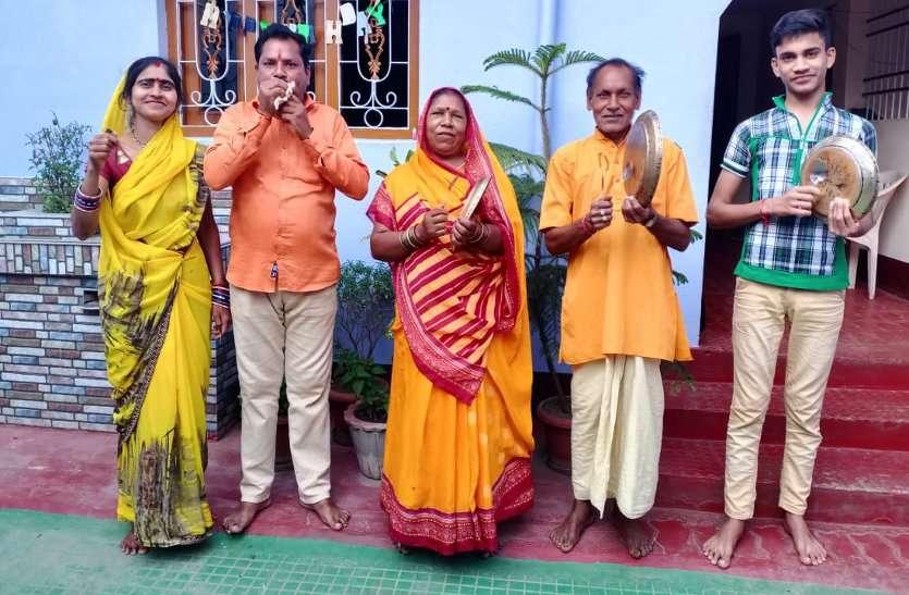 GO कोरोना: दुर्ग महापौर ने बजाई अपने पर निवास पर थाली, ताली, शंख बजाकर लोगों ने कर्मवीरों को कहा धन्यवाद