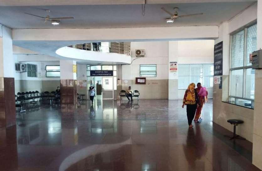 सरकारी अस्पतालों और स्वास्थ्य केंद्रों में पसरा सन्नाटा