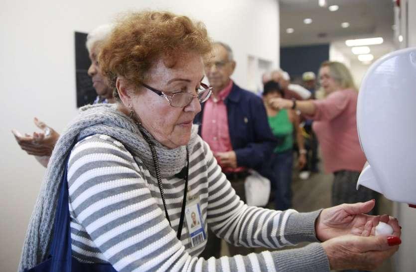 60 से 80 साल के बुज़ुर्गों के लिए घातक है कोरोना, जानिये विदेशों में क्या प्रयास हो रहे हैं उन्हें बचाने के