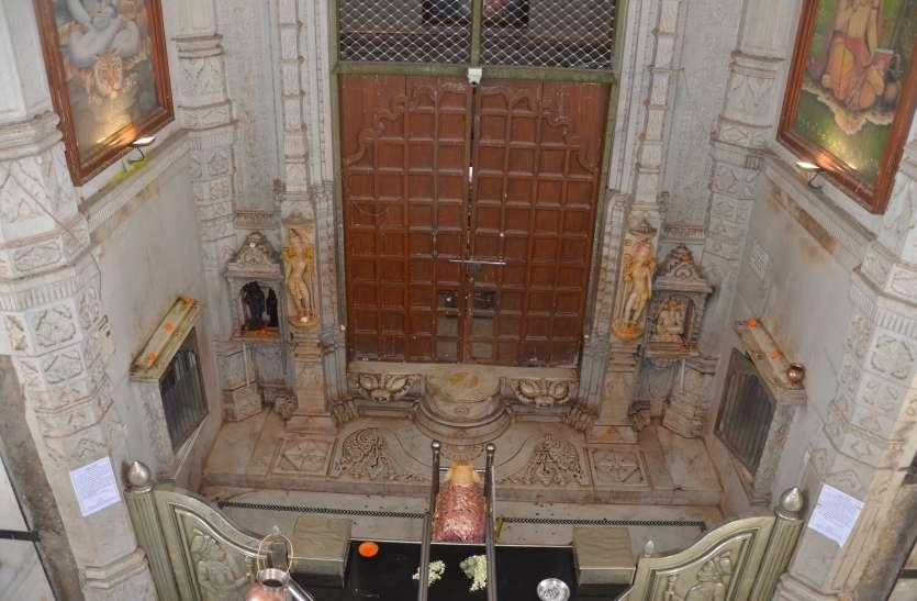 900 साल में पहली बार महाकालेश्वर मंदिर बंद