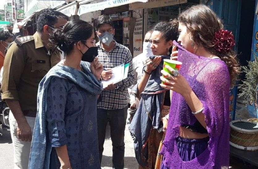 पुष्कर में विदेशी पर्यटकों पर सख्ती के बाद बैकफुट पर आया प्रशासन