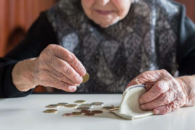 कई देशों में बुजुर्गो के लिए अलग से शॉपिंग टाइम को चुनौती