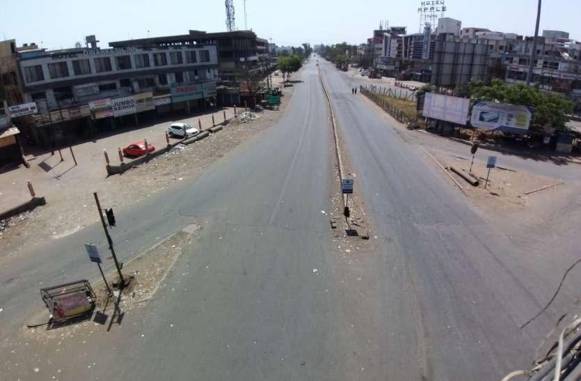 public curfew: सूनी रही सड़कें, स्टेशन भी खाली-खाली