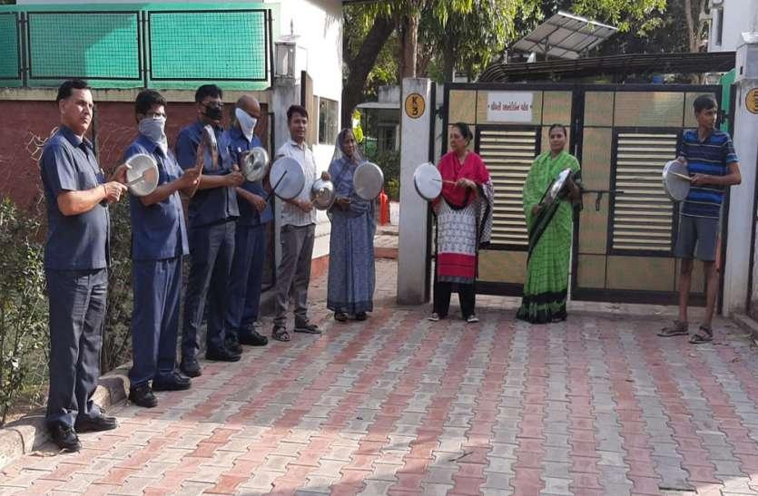 उत्तर प्रदेश की राज्यपाल आनंदीबेन पटेल ने भी बजाई थाली और दिया जनता को धन्यवाद