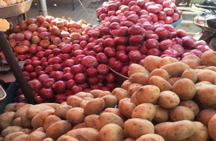 100 टन बिकने वाला आलू-प्याज एक ही दिन में 400 टन बिका, रिटेल में जमकर मुनाफाखोरी, सब्जियां महंगी