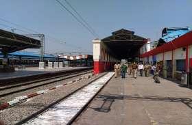 लॉक डाउन: अलीगढ़ में जरूरत का सामान लेने घरों से निकले लोग