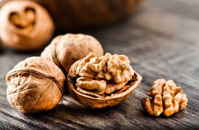 Benefits Of Walnut - एंटीऑक्सीडेंट्स से भरपूर अखरोट कई रोगों में है  फायदेमंद | Patrika News