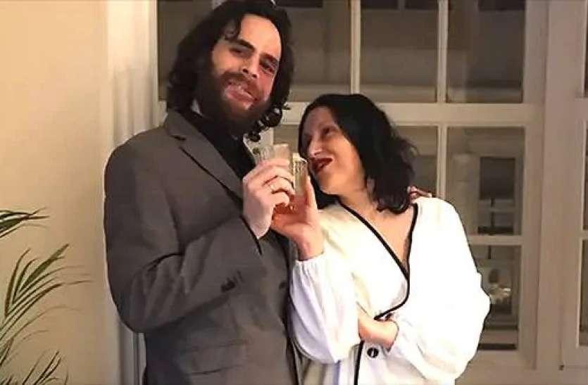 कोरोनावायरस असर: कपल ने खिड़की पर खड़े होकर शादी की, बालकनी में खड़े पड़ोसी बने गवाह
