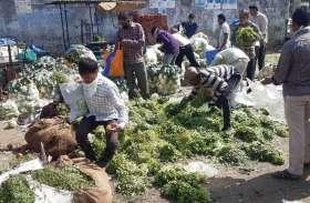 सब्जियां लूटने की ऐसी होड़ कभी नहीं मची होगी ...देखिए तस्वीरें