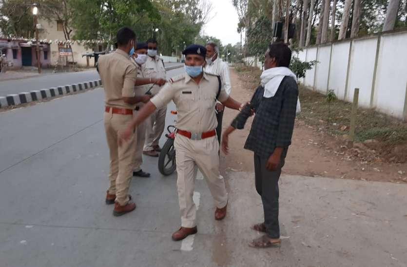 पढ़े, लॉक डाउन के दौरान सड़क पर घूमने वालों की पुलिस ने की धरपकड़