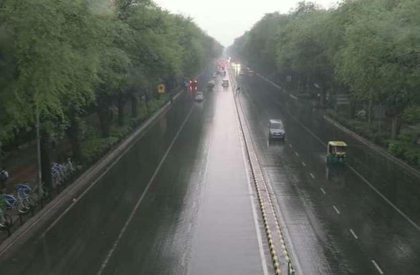 दिल्ली-एनसीआर में बदला मौसम का मिजाज, तेज हवाओं के साथ कई इलाकों में बारिश