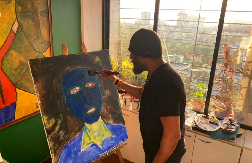 कोरोना से बॉलीवुड में नहीं हो रहा काम, विवेक अग्निहोत्री पेंटिंग बेच जुटाएंगे धन