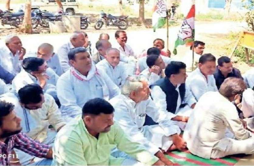 कांग्रेस नेता ने इन विधायकों को बताया गुमशुदा, ढूंढकर लाने वालों को हजारों का ईनाम घोषित