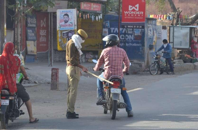 Ajmer Lock down: रोड पर पुलिस की नाकाबंदी, फिर भी घूम रहे लोग