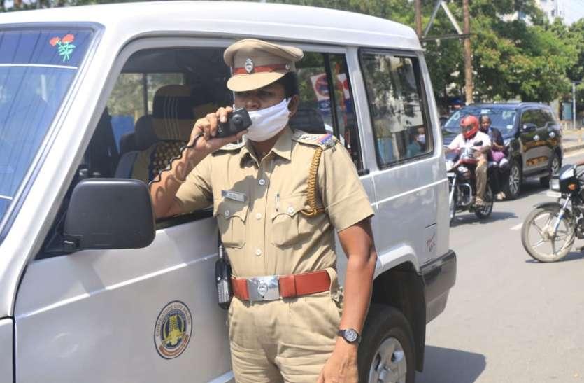पुलिस ने जनता को लाउडस्पीकर से बताए धारा १४४ के नियम कायदे
