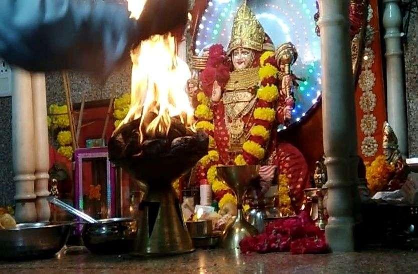 Chaitra Navratri: शुरू हुआ नव संवत्सर, किया अम्बे मैया का पूजन