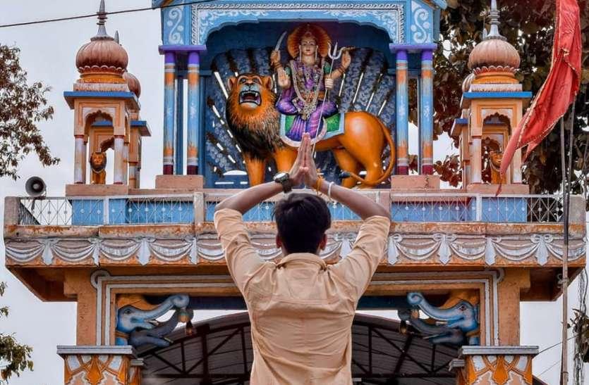 बड़ी देवी मंदिर रहीं बंद बाहर से प्रणाम करने वालों को भी समझाइश