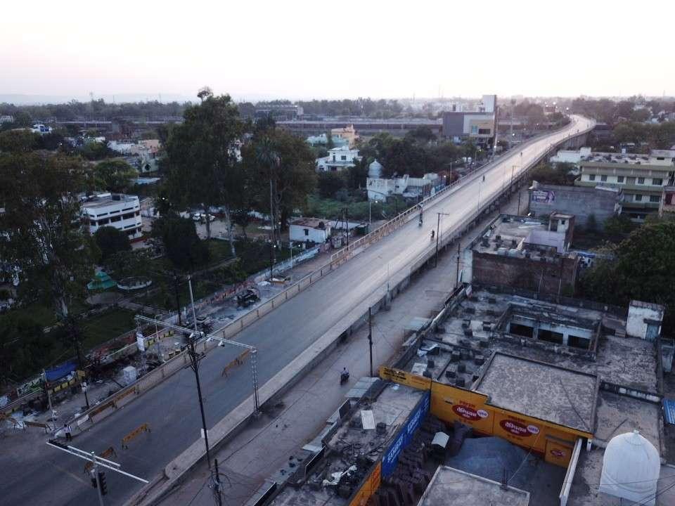 कोरोना वायरस: शहर की सड़कों पर रहा सन्नाटा, देखें फोटो में