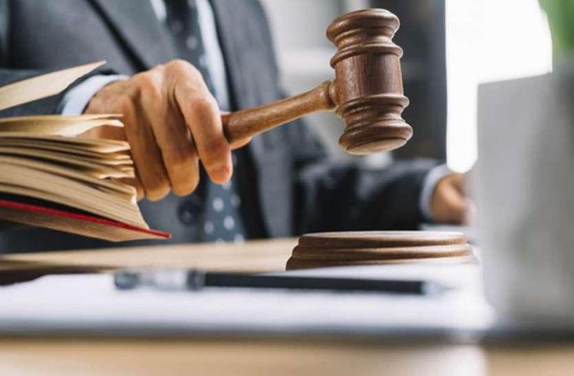 जब्त वाहनों को सुपुर्दगी पर छोड़ने का वकीलों ने किया विरोध